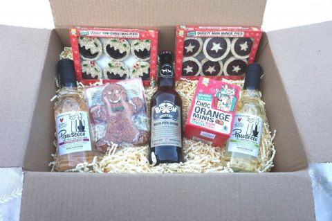 DOG CHRISTMAS HAMPER WINES BEER GINGERBREAD MAN MINCE PIES XMAS PUDS & CHOCS